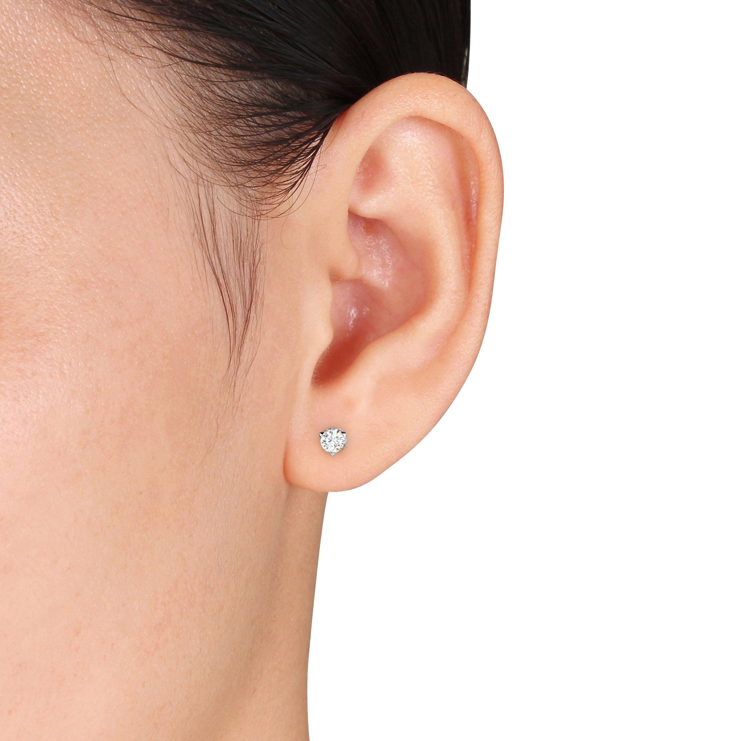 3 Prongs Setting Round Diamond White Gold Stud Earring