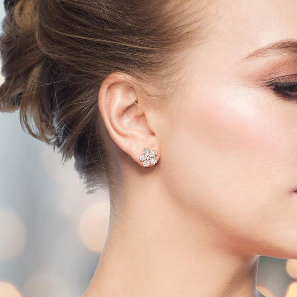 Pave Setting Round Shape Flower Designer Stud Diamond Earrings (18.0mm X 17.0mm)