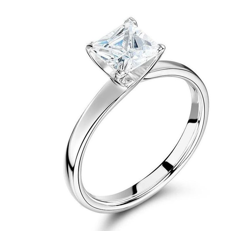 Beautiful Princess Cut Diamond Engagement Ring White Gold / Platinum