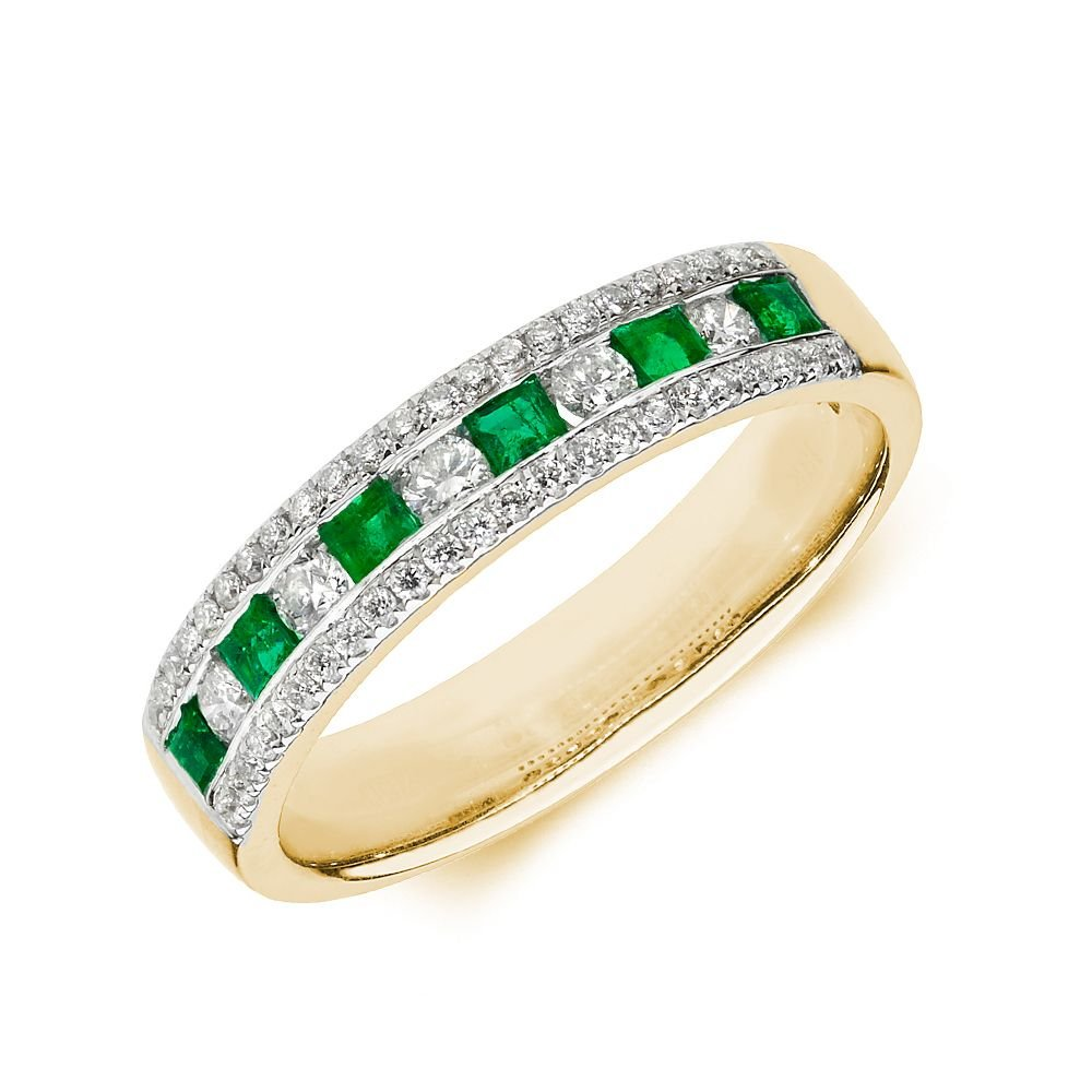 Cluster Diamond and emerald ring